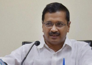 AAP chief Arvind Kejriwal and three of his colleagues apologise to BJP's Arun Jaitley