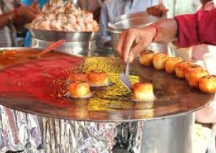 Street food vendors gets lesson on Hygiene by the FDA