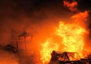 Speed News| Delhi: Fire breaks out in Shahdara's slum