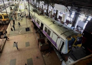Woman commits suicide at Mumbai's railway station