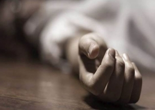 Mumbai: Woman commits suicide by jumping in front of a train