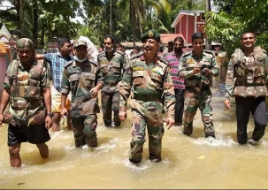 Kerala Floods: CM  Pinarayi Vijayan honours defence personnel
