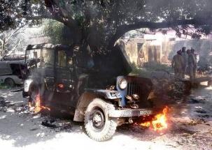 Delhi: Jeep caught fire in Shantipath region