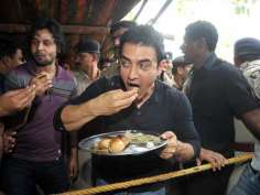 Aamir Khan relishes Litti Chokha in Bihar!!
