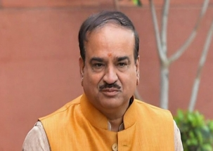 Mortal remains of Ananth Kumar at Bengaluru's National College for last tributes
