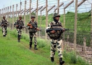 BSF soldiers build shelter homes near Safdarjung hospital in Delhi