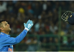 BCCI backs MS Dhoni over 'Balidaan' insignia on keeping gloves