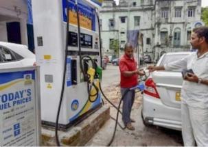 Delhiites face hardships due to petrol pump strike