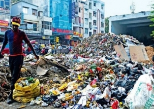 EDMC sanitation workers' strike leaves east Delhi sinking in garbage heaps