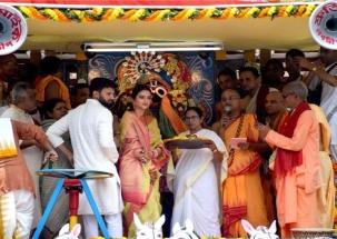 Watch: CM Mamata Banerjee attends Jagannath Rath Yatra in Kolkata