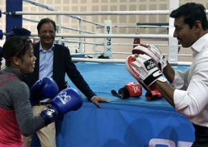 WATCH: Minister Rajyavardhan Rathore exchanges punches with Mary Kom in friendly match