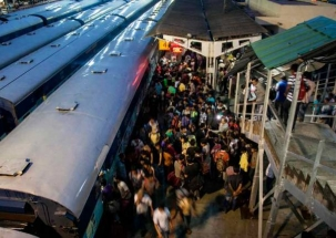 WB CM Mamata Banerjee blames railways for stampede on footbridge