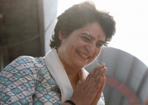 Priyanka Gandhi offers prayers at Kashi Vishwanath temple in Varanasi