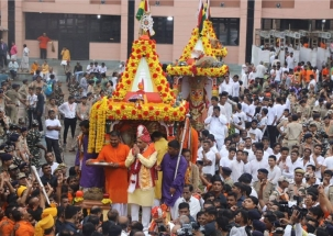 Jagannath Rath Yatra 2019:  Gujarat CM Rupani participates in festival