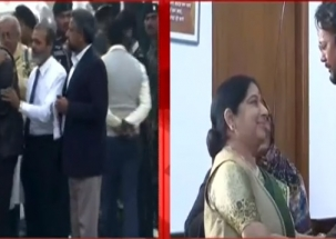 Sushma Swaraj meets Hamid Ansari who returns home after 6 yrs from Pak