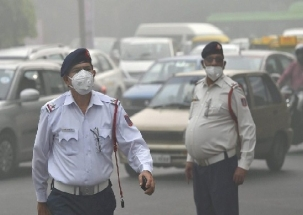 Delhi Air Pollution: AQI on brink of turning 'severe'