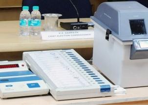 Jan Sena leader Madhusudan Gupta smashes EVM machine in Andhra Pradesh