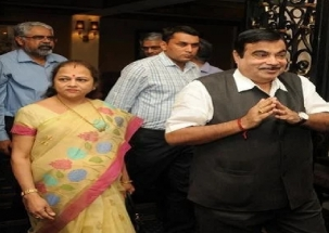 What Nitin Gadkari's wife said on whether her husband is in PM race?