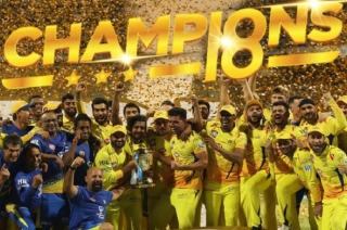 Chennai Super Kings beat SunRisers Hyderabad by 8 wickets, lifts trophy for third time