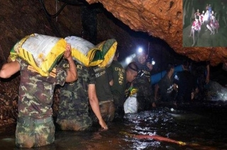 Thailand Cave Rescue: Prayers offered by people for safety of 12 kids