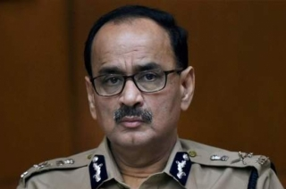 KhabarCut2Cut: SC asks Alok Verma to file response on CVC report