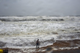 Cyclone Titli: Red alert in Odisha, eight died in Andhra Pradesh as storm intensifies