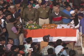 Pulwama attack: People pay respects to killed CRPF jawan in Dholpur