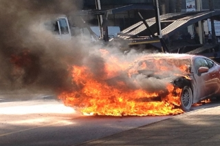 Running car catches fire in Mumbai's Mulund area, none injured
