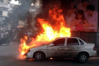 Noida: Car caught fire, driver survived accident