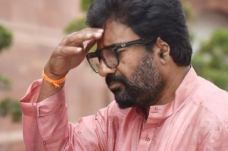 Polls 2019: Ravindra Gaikwad's supporters stage protest at Matoshree