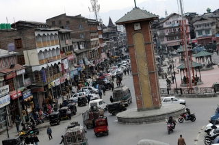 Akali Dal activist tries to hoist tricolour at Srinagar's Lal Chowk