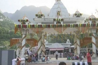 Navratri 2018: Devotees throng temples to offer prayers