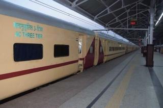 Passengers steal items from upgraded Mumbai-Pune Pragati Express