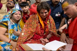 Priyanka Gandhi offers prayers at Vindhyavasini Devi temple