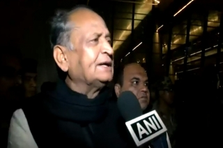 Ashok Gehlot urges Congress party workers to maintain peace