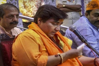 Polls Results: 1st reaction of Sadhvi Pragya after defeating Digvijaya