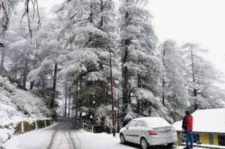 Heavy snowfall hits Jammu and Kashmir's Rajouri and Doda
