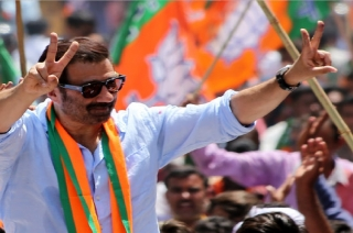 Sunny Deol delivers filmy dialogue to woo voters in Gurdaspur