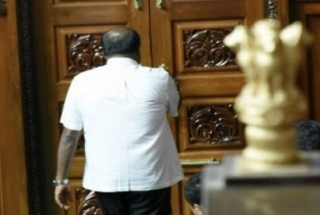 HD Kumaraswamy's government falls, BJP calls it a 'game of Karma'