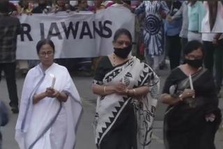 Pulwama attack: Mamata Banerjee leads huge candle march in Kolkata