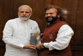 I'm 'fakir' like PM Modi, says singer-turned-politician Hans Raj Hans
