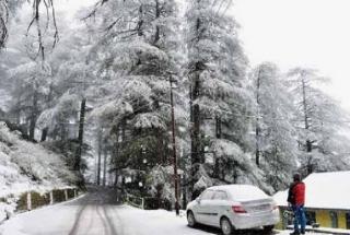 J-K: Fresh snowfall cripples normal life, night temperature dips to minus
