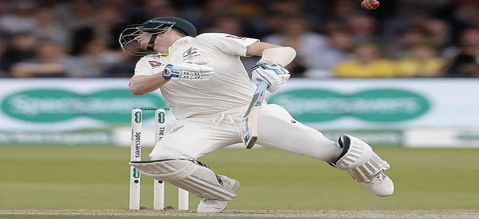 Steve Smith retires hurt after being hit by fierce bouncer on side of helmet from Jofra Archer. (Getty Images)